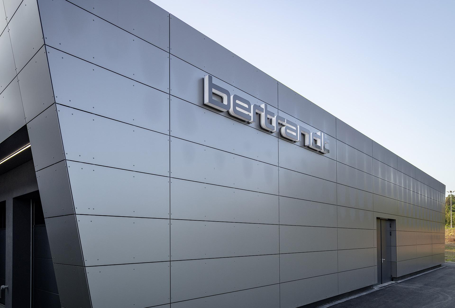 b_Logo805x545.jpg